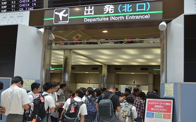 成田空港から出発ゲートへ(A組)